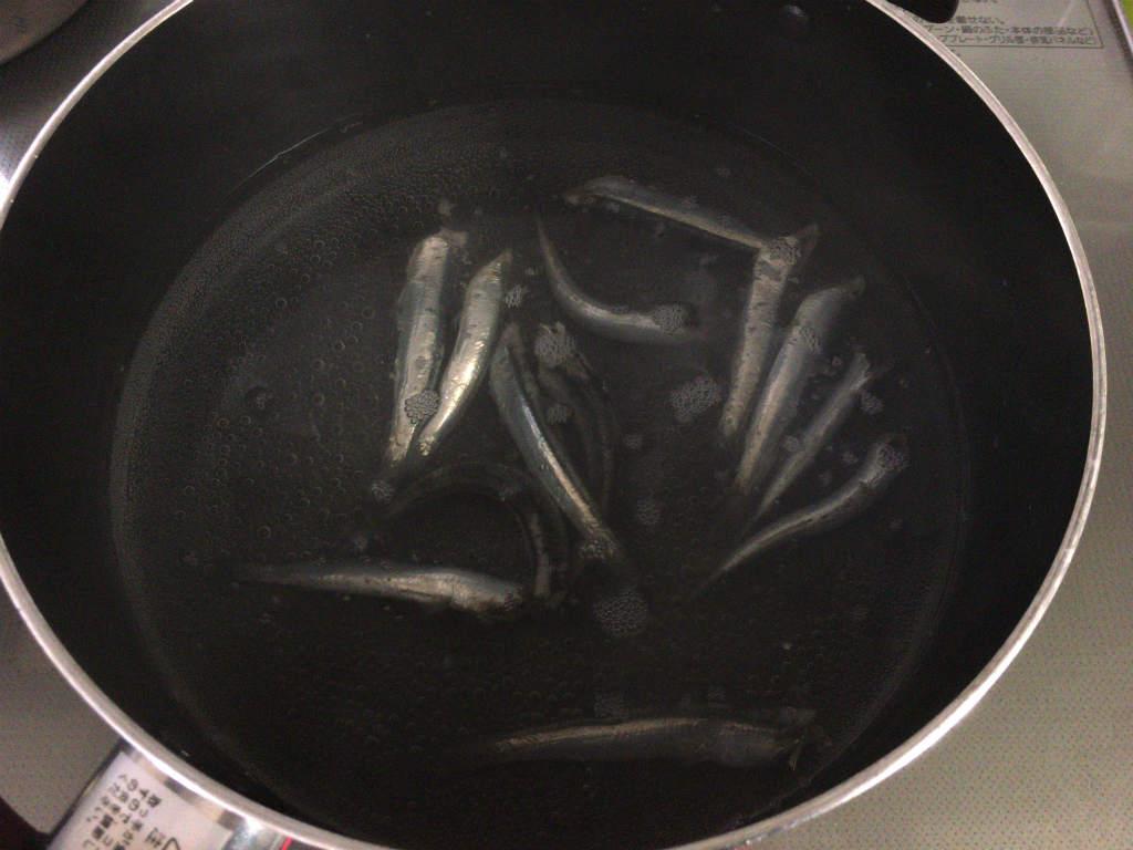 イワシで煮干し4