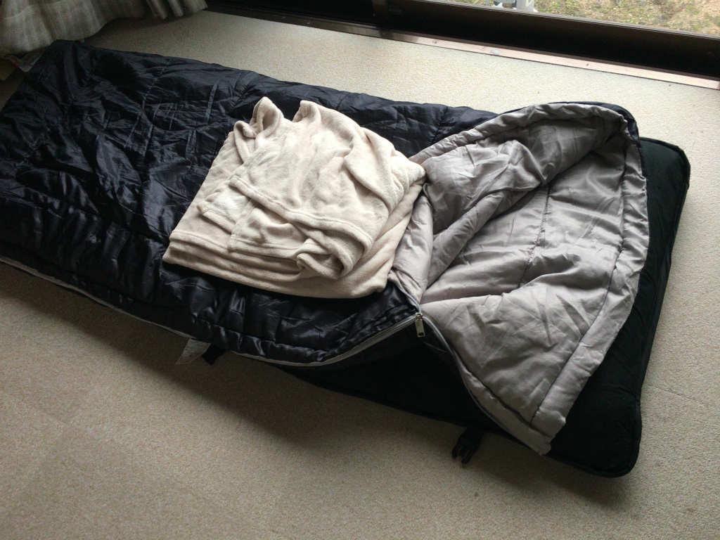 寝袋と毛布