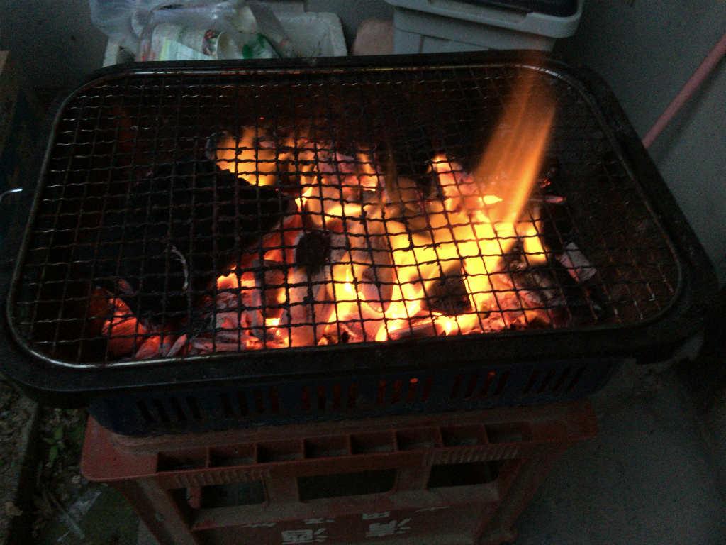 炭を起こす