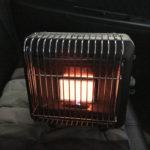車の中でカセットガスストーブを使うのは大丈夫か? 超自己責任だけど暖かいです