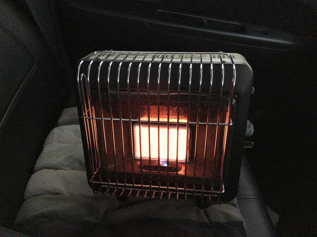 車の中でガスストーブ3